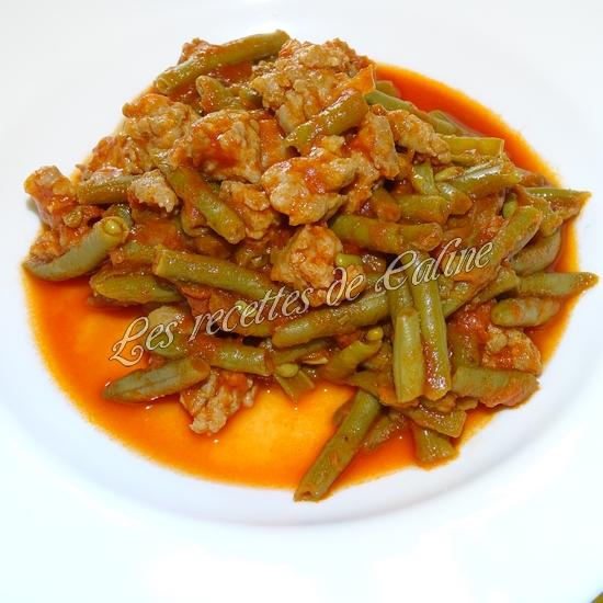 Haricots verts à la tomate et chair à saucisses13