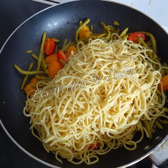 Nouilles sautées aux haricots verts et tomates08