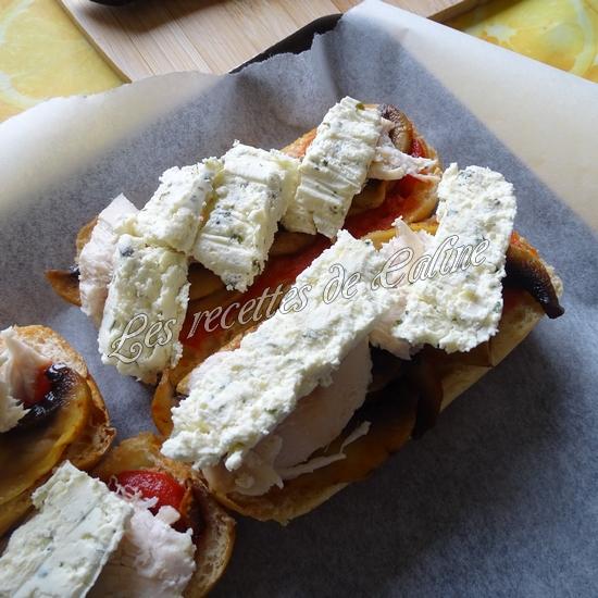 Petit pain pizza au poulet, champignons et boursin14