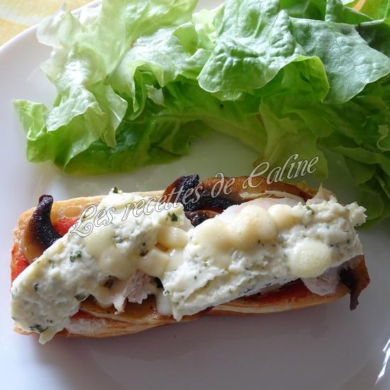 Petit pain pizza au poulet, champignons et boursin18